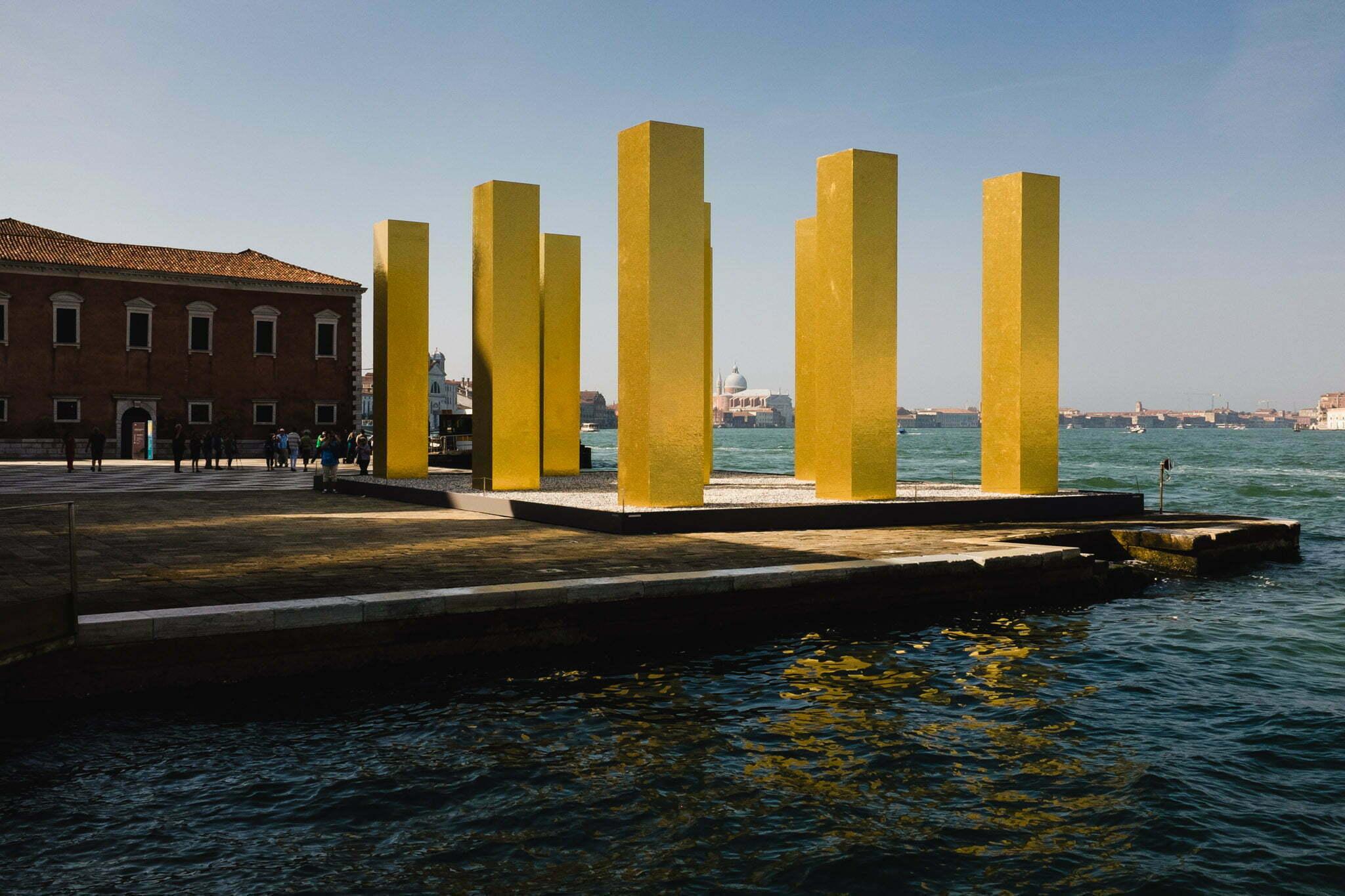 venice-architecture-biennale-2014-golden-columns-7772