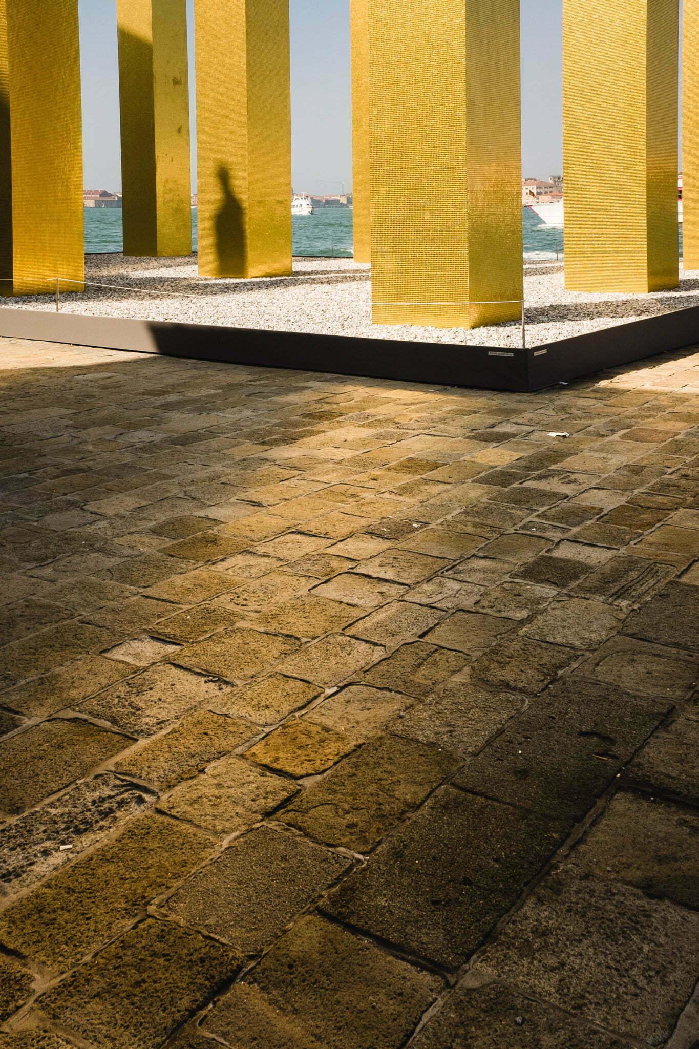 venice-architecture-biennale-2014-golden-columns-7776