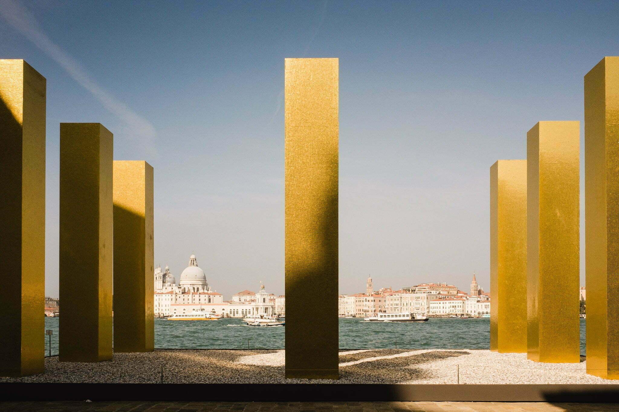 venice-architecture-biennale-2014-golden-columns-7780