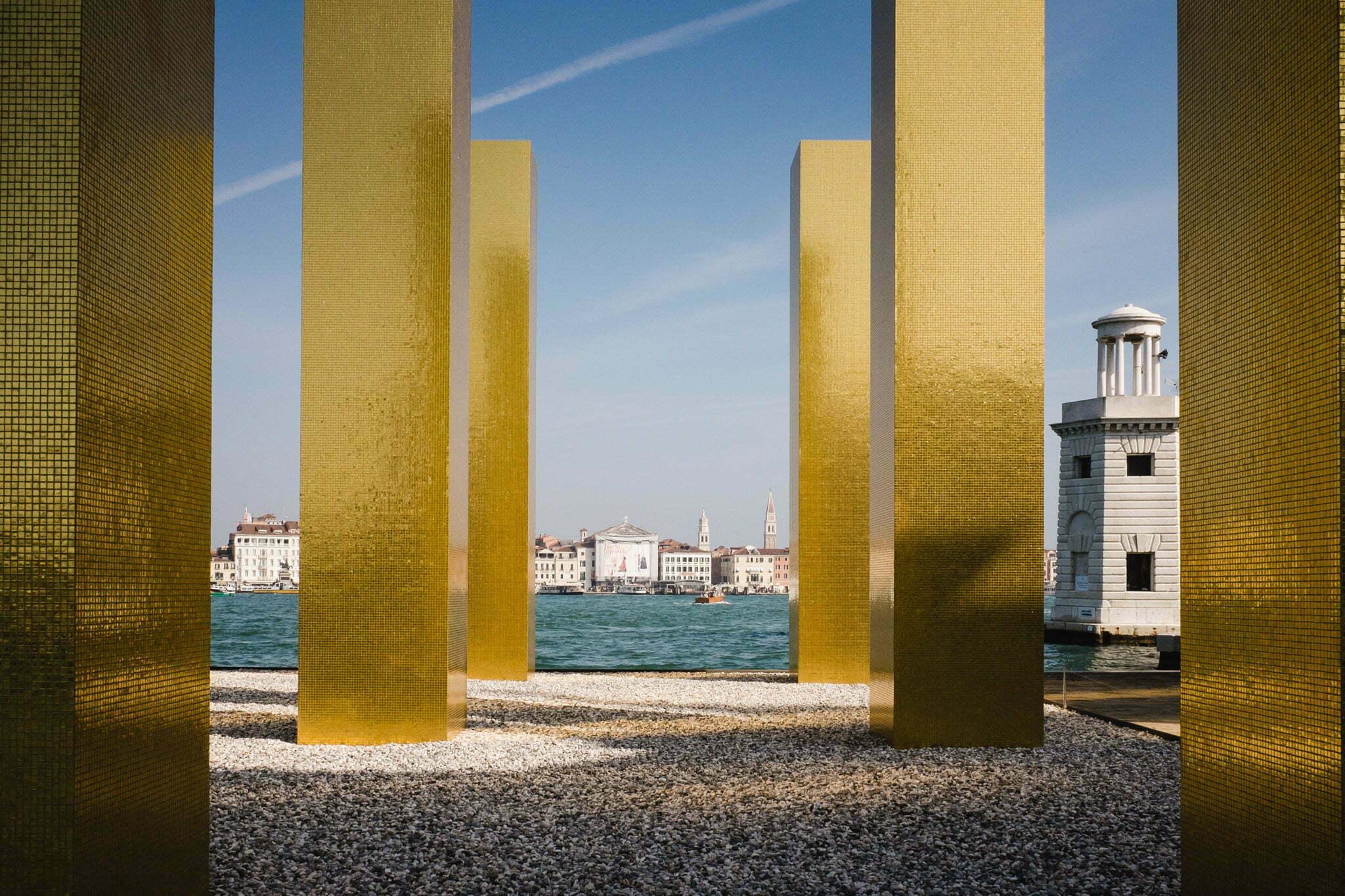 venice-architecture-biennale-2014-golden-columns-7785