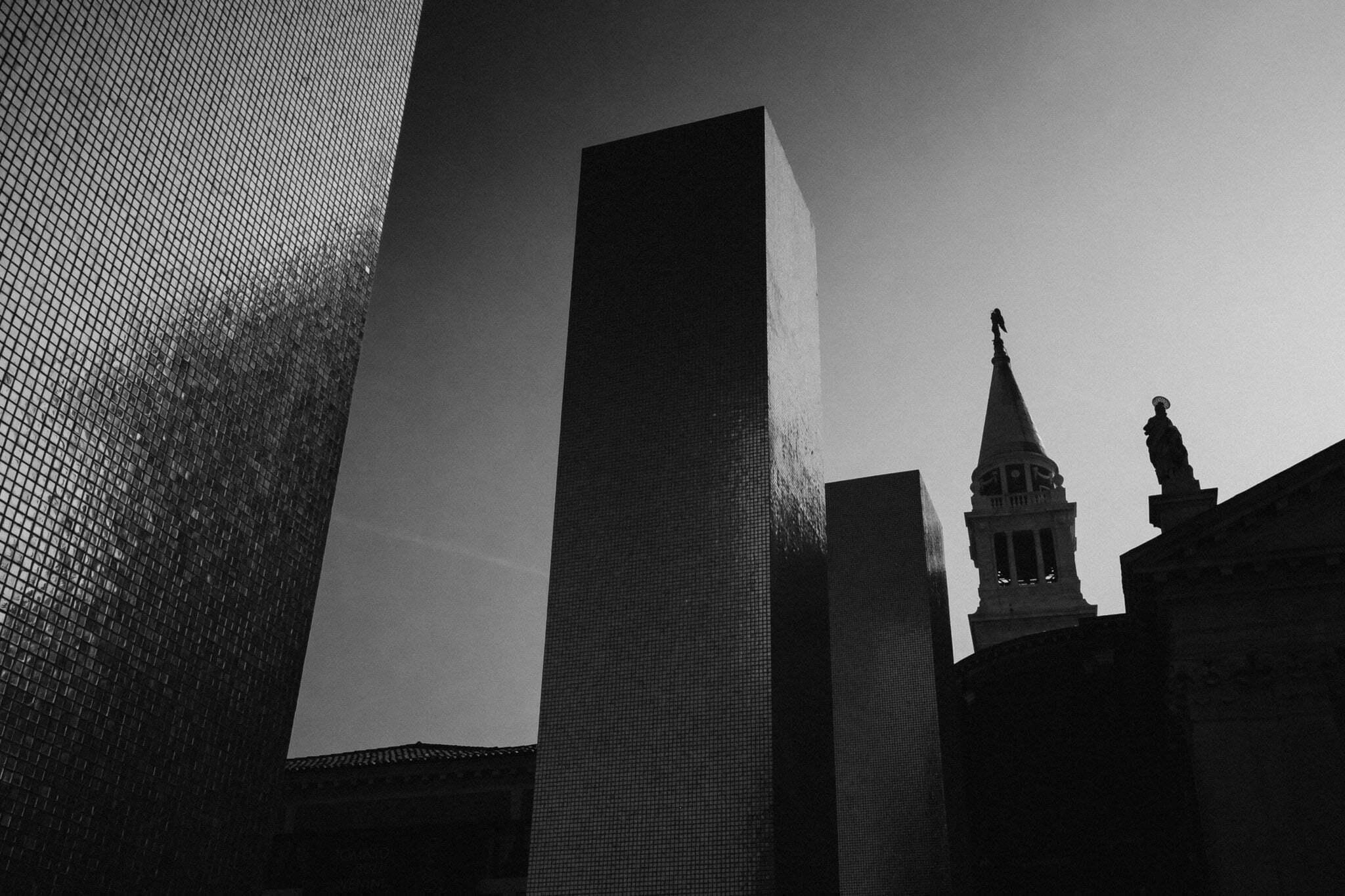 venice-architecture-biennale-2014-golden-columns-7791