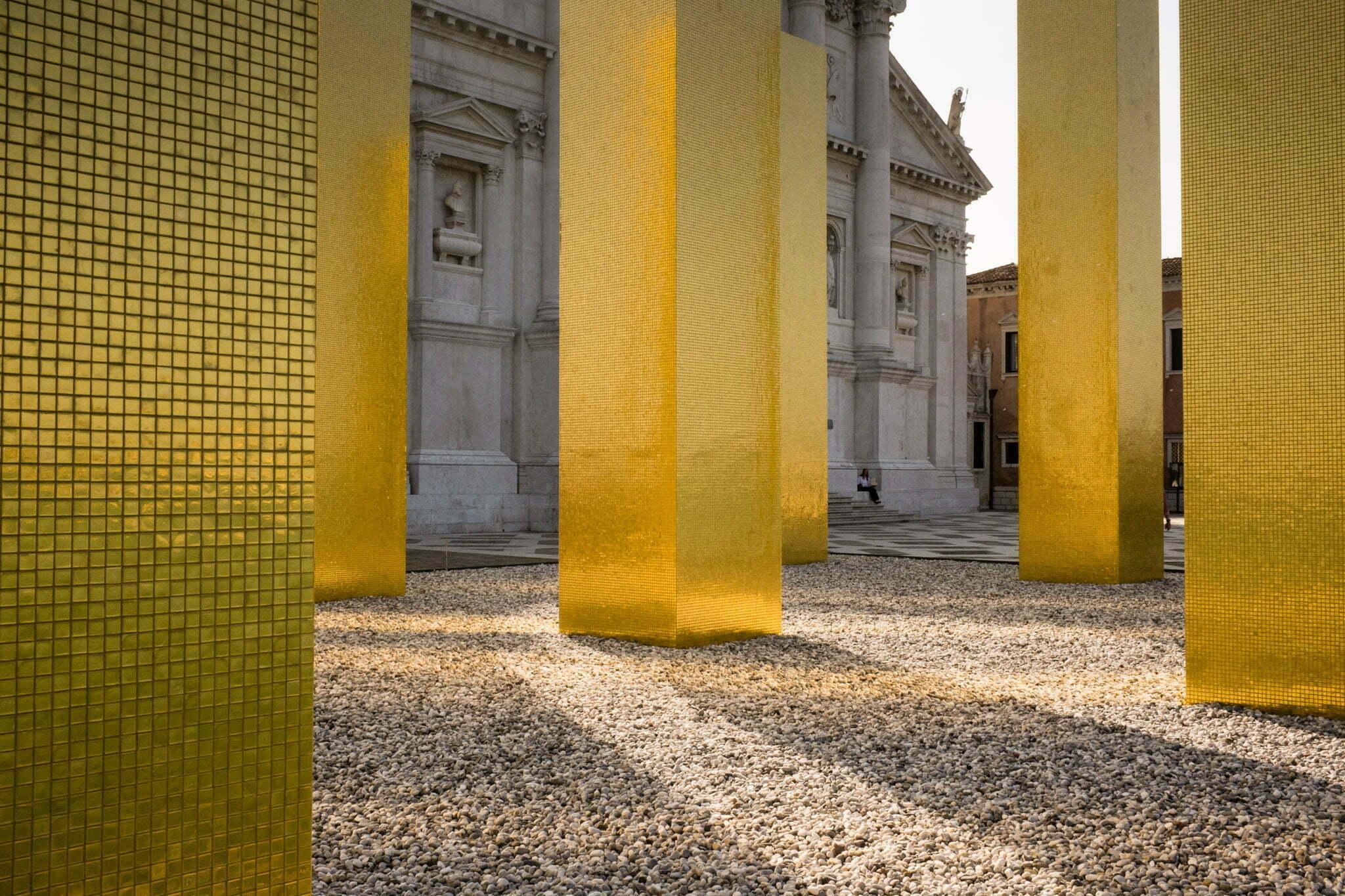 venice-architecture-biennale-2014-golden-columns-7795