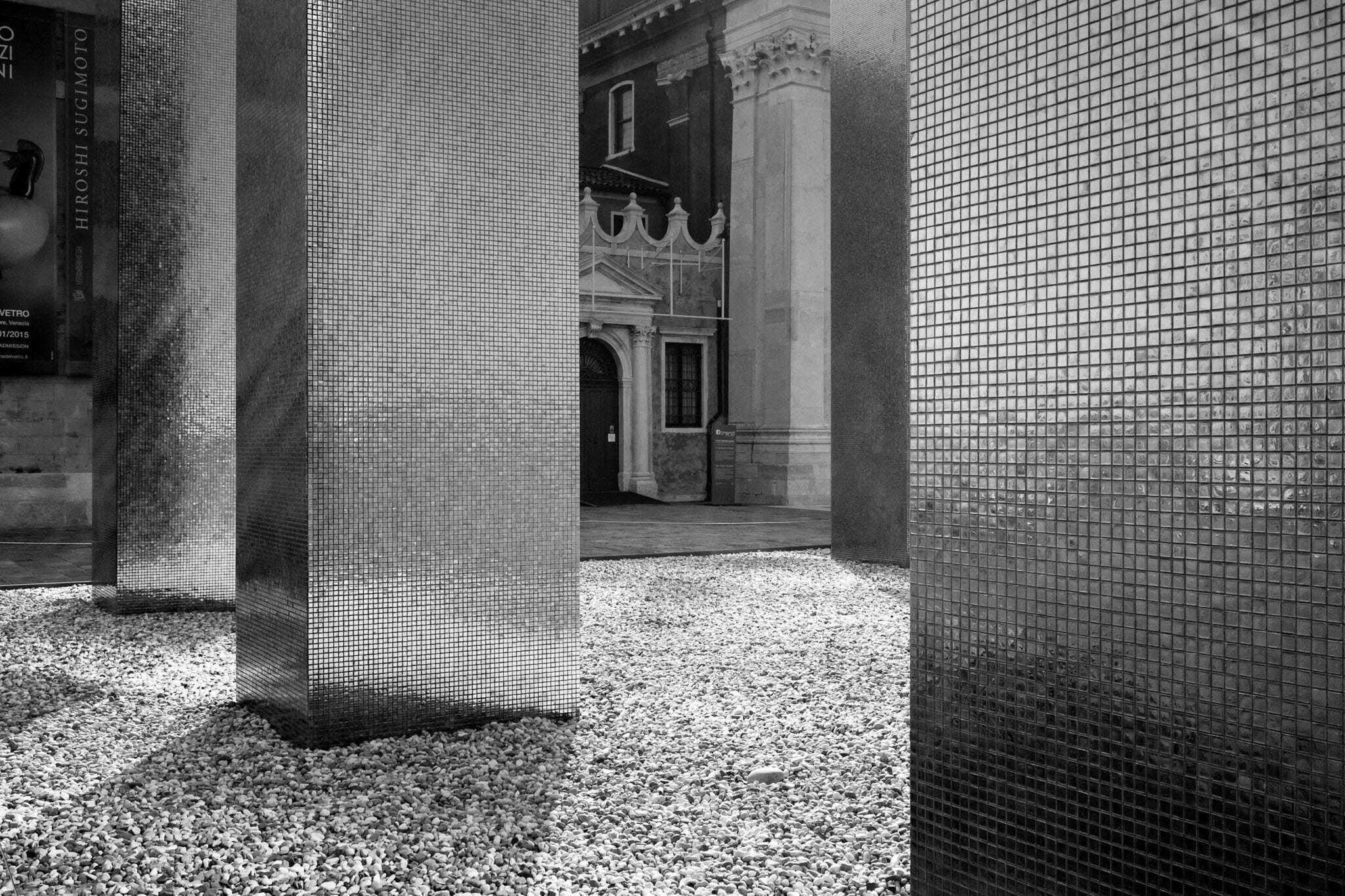 venice-architecture-biennale-2014-golden-columns-7797